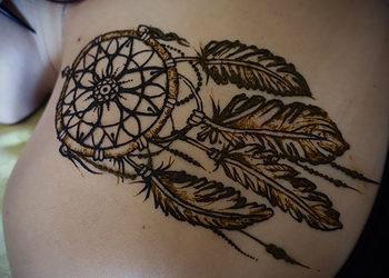 Akademia Urody w Rawiczu - malowanie tatuaży henną/jaguą