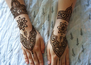Akademia Urody w Rawiczu - malowanie tatuaży henną