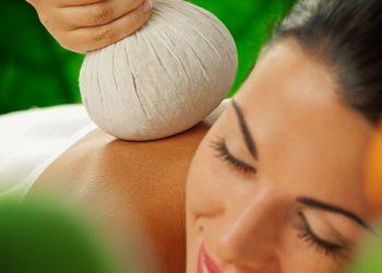 JADORE INSTYTUT - masaż stemplami indonezyjskimi / massage with indonesian stamps