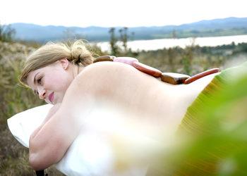 Energia dotyku Lazuri Dorota Bień - masaż gorącymi kamieniami ratnaabhyanga
