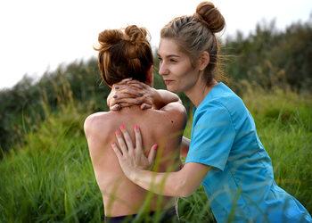 Energia dotyku Lazuri Dorota Bień - masaż pleców upanhasveda 60 min.