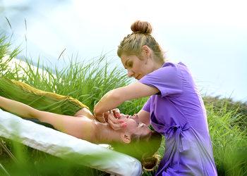 Energia dotyku Lazuri Dorota Bień - masaż twarzy quiro