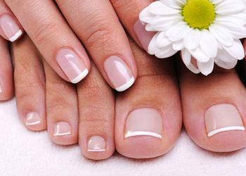 Forever Beauty Instytut Kosmetologii Gliwice - paznokcie żelowe na stopach - założenie
