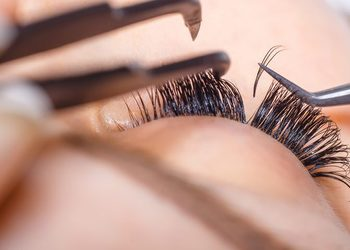 Forever Beauty Instytut Kosmetologii Gliwice - rzęsy 1:1 pierwsza aplikacja