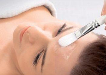 Amber Beauty Klinika Zdrowia i Urody - clear expert treatment- zabieg rozświetlający z wit.c, redukuje przebarwienia