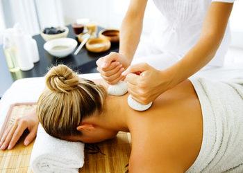 Masu Masu - masaż ciepłymi stemplami ziołowymi pantami laur
