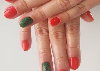 ChillBeauty Studio Urody - manicure hybrydowy kolor b/zdjęcia