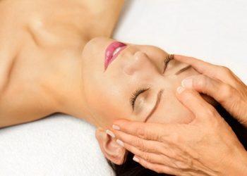 Instytut Kosmetologii Maeve -   masaż przeciwzmarszczkowy (25 min)  z maską dotleniającą