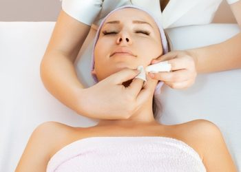 Instytut Kosmetologii Maeve - oczyszczanie twarzy + peeling mlekowy environ + jonoforeza environ