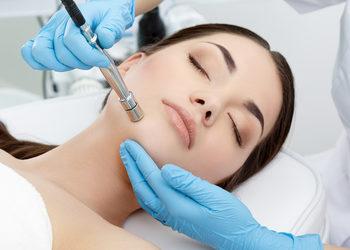 Salon La Femme - mikrodermabrazja diamentowa (plus maska),  mechaniczne oczyszczanie skóry
