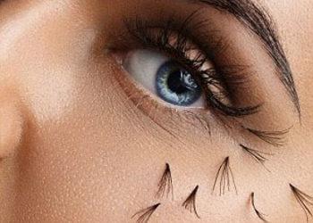 Salon fryzjerski kosmetyczny She & He - zdjęcie usuwanie rzęs przedłużanych