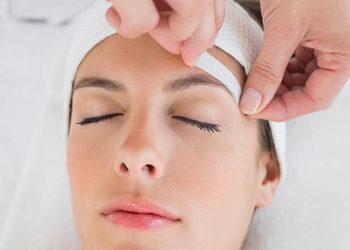Salon fryzjerski kosmetyczny She & He - depilacja woskiem brwi