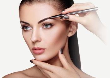 Salon fryzjerski kosmetyczny She & He - regulacja brwi pęsetą