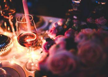 YASUMI MEDESTETIC, INSTYTUT ZDROWIA I URODY – WARSZAWA POWIŚLE  - oferta walentynkowa 2019 czerwone wino w blasku świec