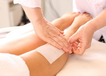 YASUMI SPA - depilacja woskiem  |  całe nogi + bikini klasyczne
