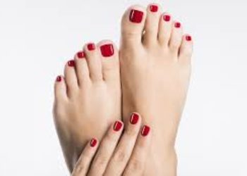 LOOK Salon Piękna - 06 pedicure złuszczający zabieg z kwasami i olejem tamanu na stopy
