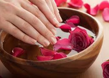 Relax in SPA  - manicure hybrid spa