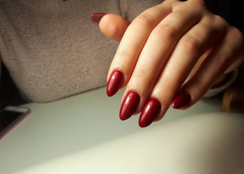 Salon Piękna ManiKini - manicure hybrydowy jeden kolor (zmiana)