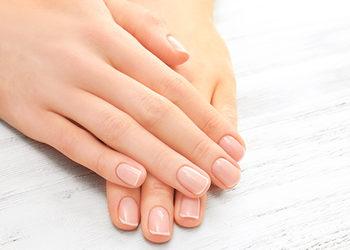 Institute Essence - stylizacja paznokci zdjęcie hybryd dłonie