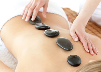 Salon Urody i Modelowania Sylwetki Babski Looksus  - masaż gorącymi kamieniami - plecy