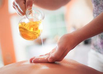 Masu Masu - masaż ciepłym olejem arganowym