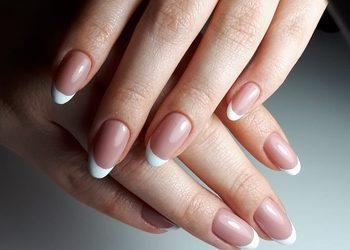 Hybrydowa od Nowa - manicure hybrydowy french