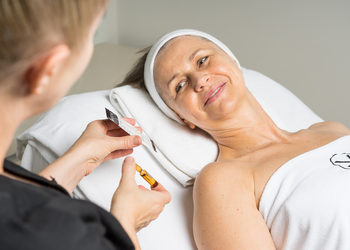 Yasumi Wilanow - yellow peel - rekonstrukcja skóry retinolem & witaminą c