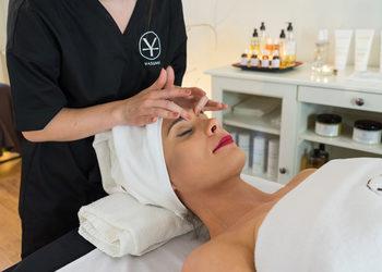 Yasumi Wilanow - odprężający masaż twarzy