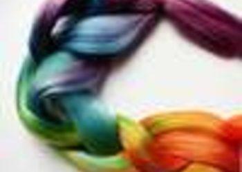 Salony fryzjerskie O'la - uplecenie kolorowego warkocza