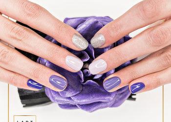 Centrum Venus - manicure tytanowy french