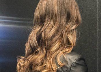 Salon fryzjerski For Hair Hotel Renaissance Airport Okęcie - flesze przy koloryzacji