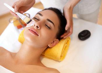 Body & Mind massage by HANKA KRASZCZYŃSKA - całkowity zabieg na twarz z masażem / total facial treatment with massage