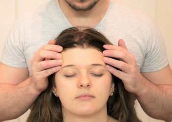Studio Masażu i Terapii Naturalnej JuriMo - hinduski masaż głowy