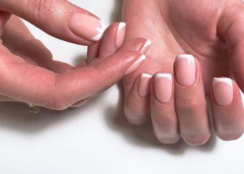Moda na Sukces - manicure hybrydowy + french
