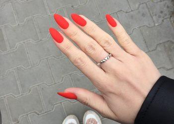 Moda na Sukces - manicure hybrydowy- viktoria