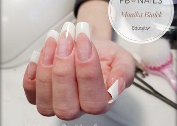 MONA Studio Urody - manicure hybrydowy french