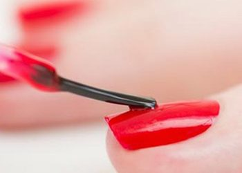 Victoria Day Spa luxury na Rynku - malowanie paznokci lakierem