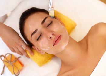 MEA CLINIC  - kwas migdałowy  skin expert w zabiegu