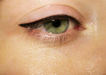 Makijaz permanentny pigmantacja oczy kreska