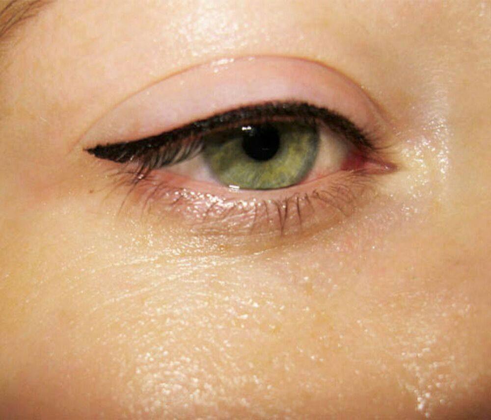 Makijaż Permanentny Mikropigmentacja Kreska Górna Lub Dolna