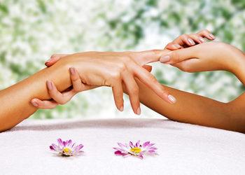 Royal's Hair & Body - manicure spa multiwitaminowy z masażem dłoni + malowanie paznokci
