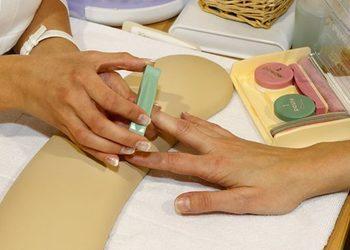 YASUMI MEDESTETIC, INSTYTUT ZDROWIA I URODY – WARSZAWA POWIŚLE  - manicure japoński (obie dłonie)