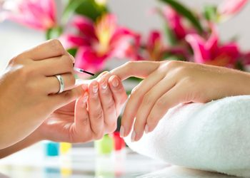 ALMOND BEAUTY - manicure spa + manicure hybrydowy