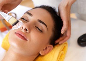 """Gabinet Kosmetyki Estetycznej ART SPA """"DeSo derm"""" - masaż twarzy pędzelkami"""