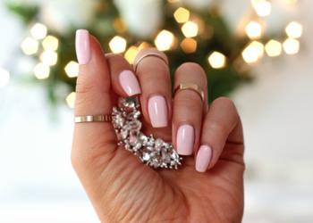 Bridal manicure bridal nails slubny manicure lakier na slub delikatny roz na paznokciach mleczny roz nude pink manicure jasny roz lakier do paznokci pastelowy roz lakier hybr
