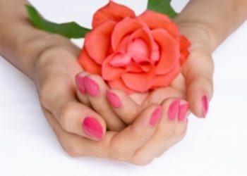 Rozowy manicure