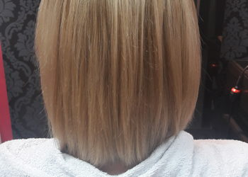 Klinika Włosa i Urody - kolagen-regeneracja- włosy półdługie