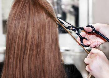 Salon fryzjerski kosmetyczny She & He - strzyżenie gorącymi nożyczkami