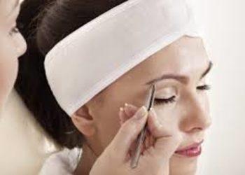 Instytut Kosmetologii Twarzy i ciała MONROE - regulacja brwi