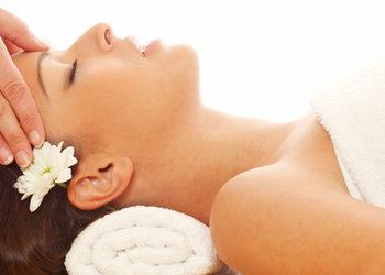 Gabinet Urody Joanna Stus - masaż twarzy szyi i dekoltu ekskluzywnym olejkiem [comfort zone]